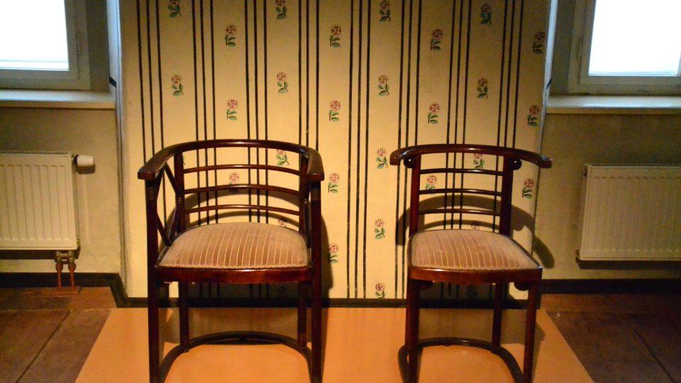 Josef Hoffmann měl obrovský rozptyl, věnoval se nábytku i šperkům