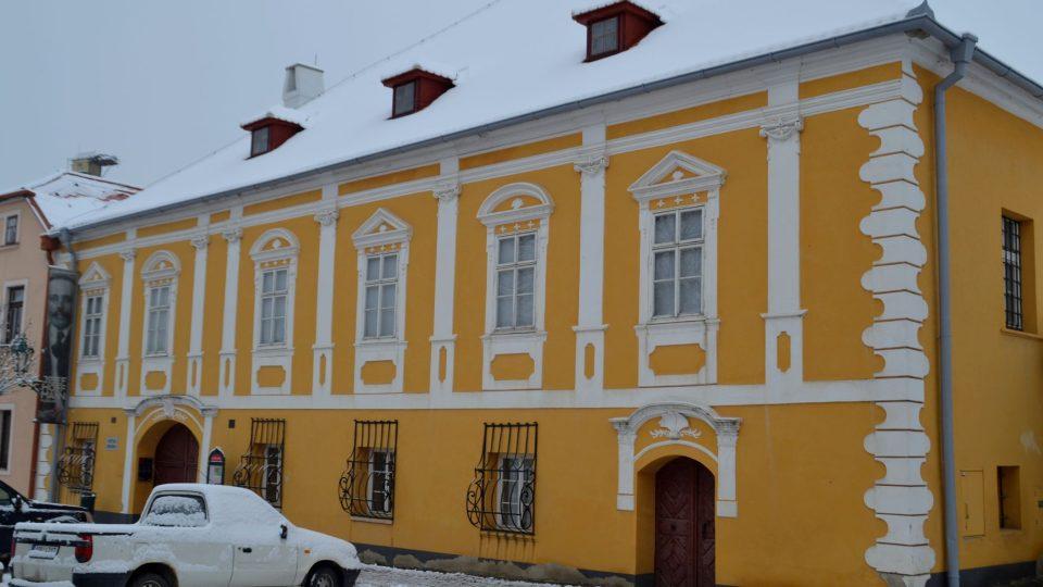 Dům se dočkal opravy až v roce 2003 a o šest let později zde byla otevřena stálá expozice Josef Hoffmann
