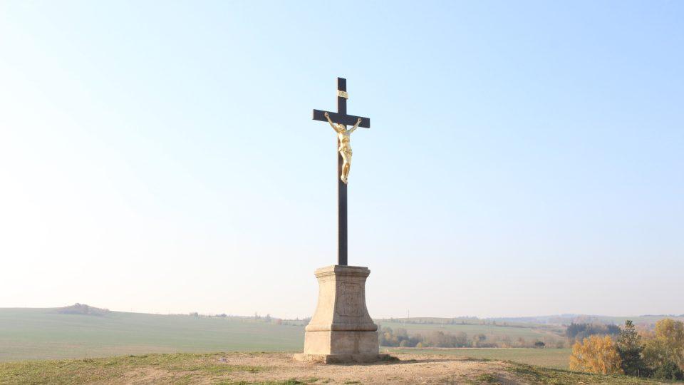 Kříž na vrcholu kopce