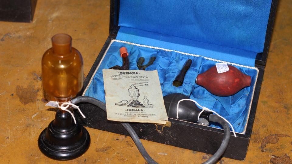 Inhalační přístroj INHALA, exponát jihlavského muzea