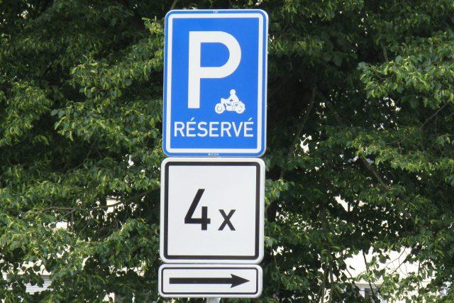 V Karlových Varech začala vznikat parkoviště pro motorky