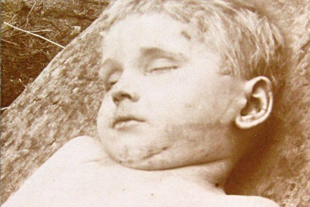 Mrtvý Jindřich Joch vytažený z řeky
