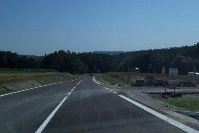 Na Pelhřimovsku se otevřel dlouho očekávaný obchvat, který má odvést dopravu i hluk z Ústrašína, Ondřejova a Myslotína