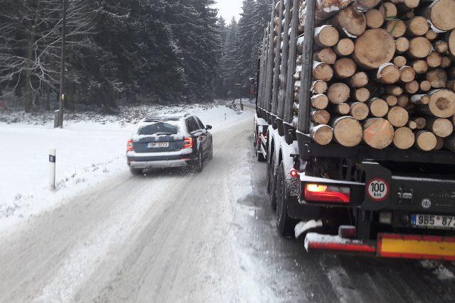 Zima, odstavený kamion