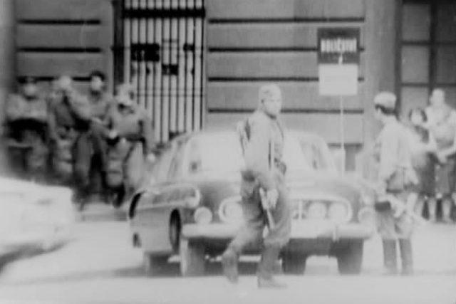 Srpen 1968: sovětští vojáci na ulici