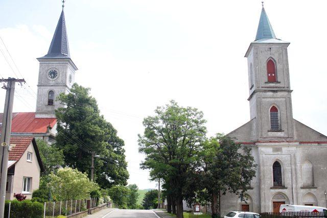 Velká Lhota, dva evangelické kostely