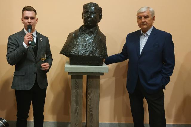 Busta Miroslava Donutila v Třebíči
