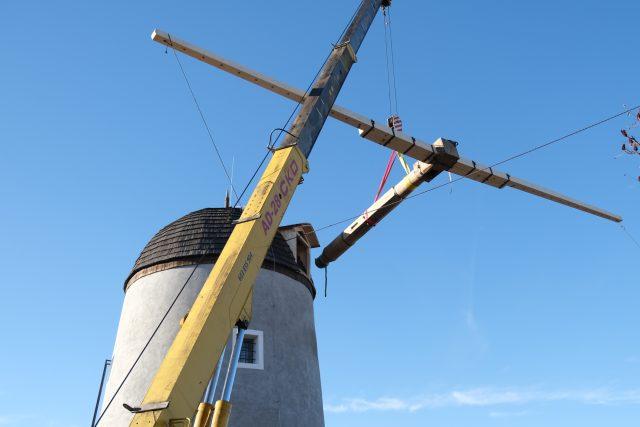 Větrný mlýn, Třebíč, jeřáb