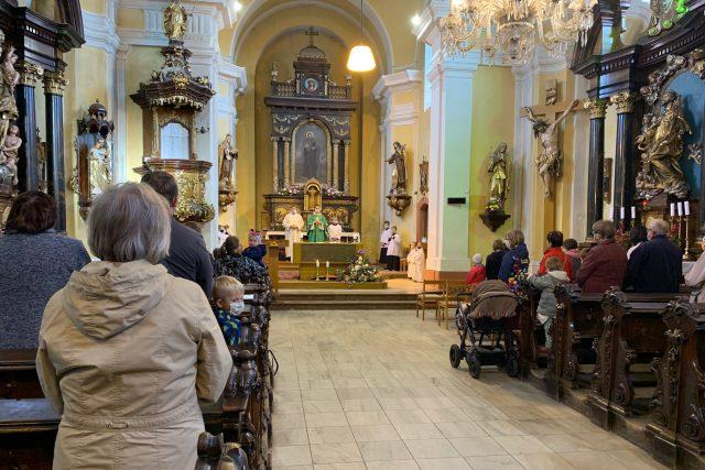 Farnost zavedla na bohoslužby v kostele sv. Jakuba v Červeném Kostelci znovu systém rezervací