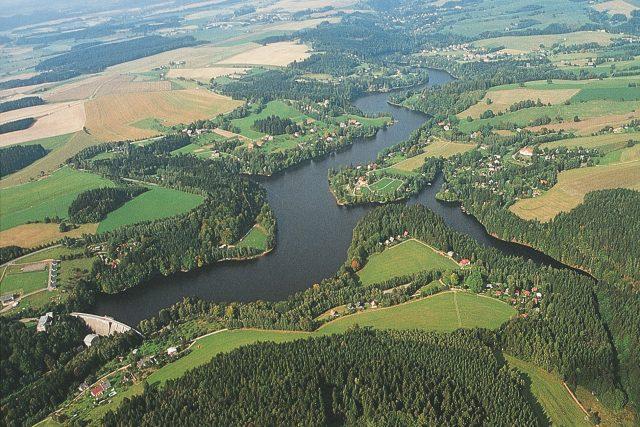 Letecký pohled na pastvinskou přehradu