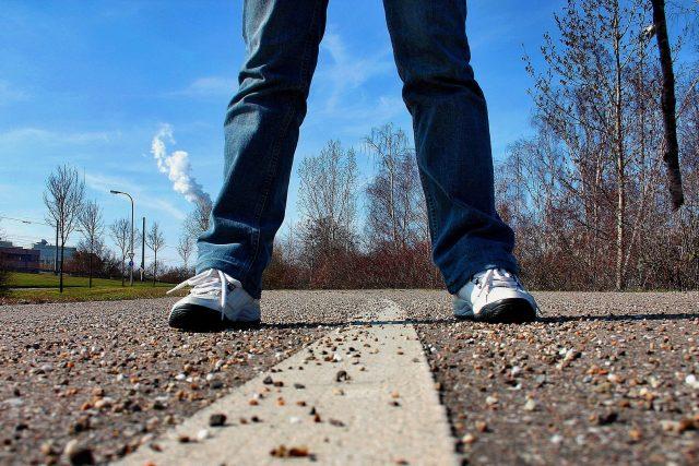 Chodník slouží lidem (ilustrační foto)