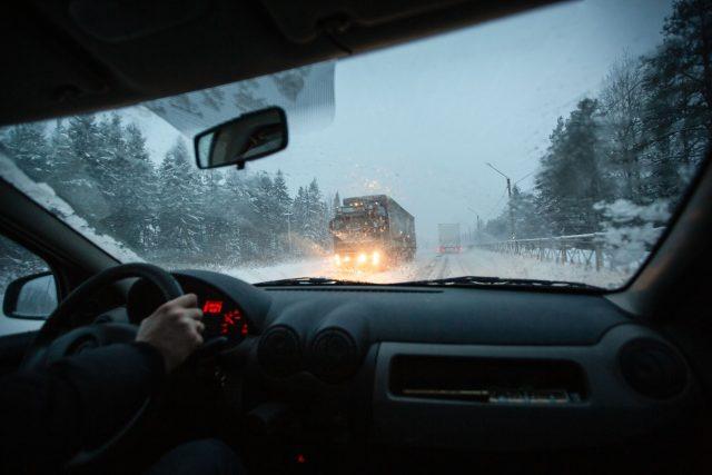 Počasí, zima, náledí, ledovka, sníh (ilustrační)