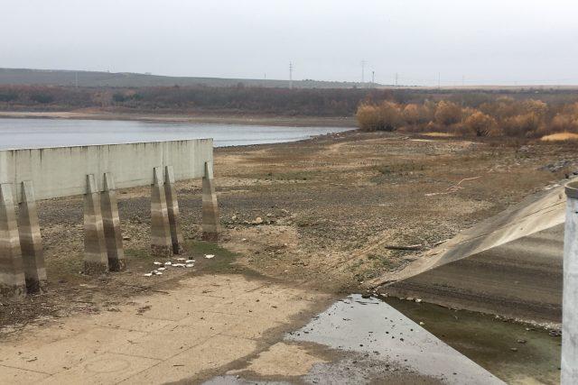 Oprava bezpečnostního přelivu na vodním díle Nechranice se zřejmě protáhne o dva roky