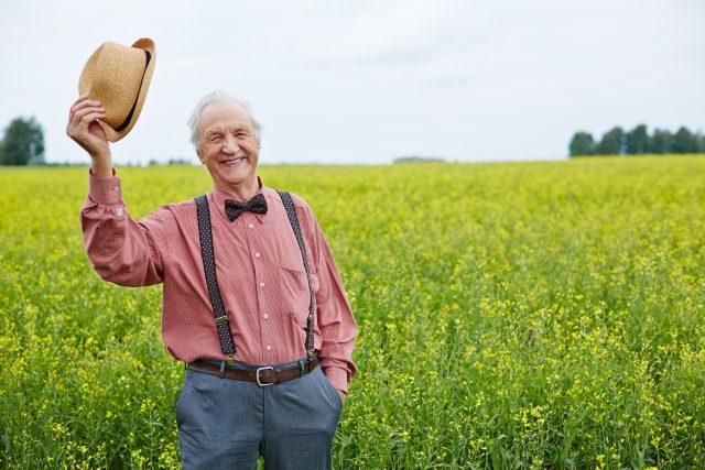 Pozdrav, zdravení, senior, venkov, klobouk
