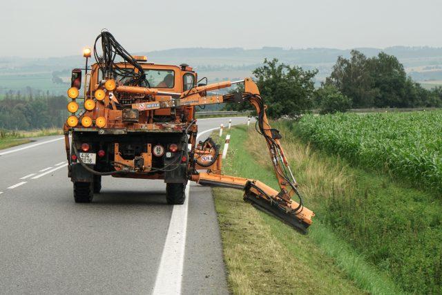 Sekání trávy kolem silnic, Vysočina