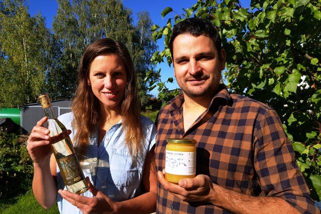 Manželé Krejčovi z Hrádku u Pacova včelaří