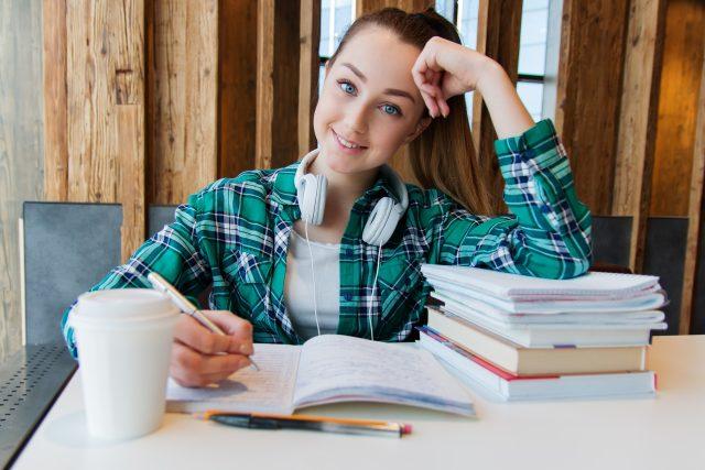 Studentka  (ilustrační foto) | foto: nastya_gepp,  Pixabay,  CC0 1.0